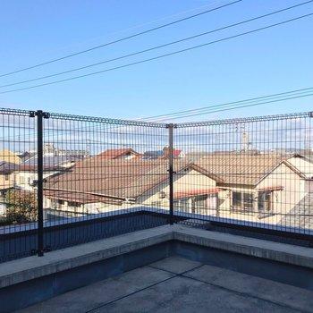 【3F】住宅街の上の青空を、独り占めしているような気分。(※写真は反転間取り別部屋のものです)
