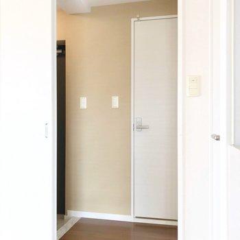 他の水回りは玄関側にあります。(※写真は3階の反転間取り別部屋のものです)