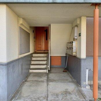 こちらがマンション入り口。オートロック、エレベーターはありません。