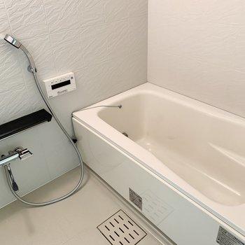 お風呂は十分そう!追焚機能もあり、ゆったり入浴できます