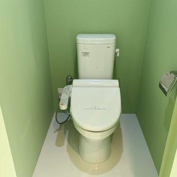 トイレはややコンパクトです