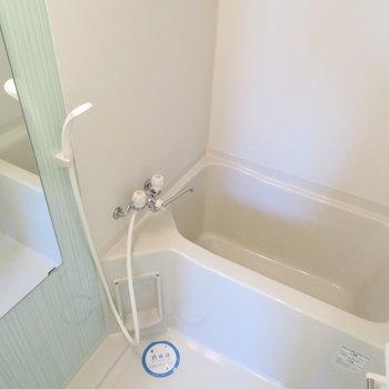 お風呂もとってもきれいです(※写真は8階の同間取り別部屋のものです)