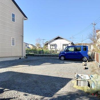 駐車スペース(※空き要確認)とゴミ置き場は敷地内にあります。