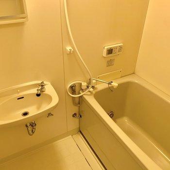 お風呂と洗面台は同室です。