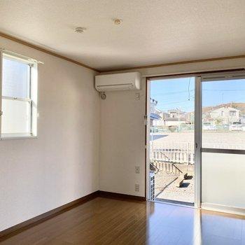 南側に小窓があって、とても明るく清々しいお部屋!