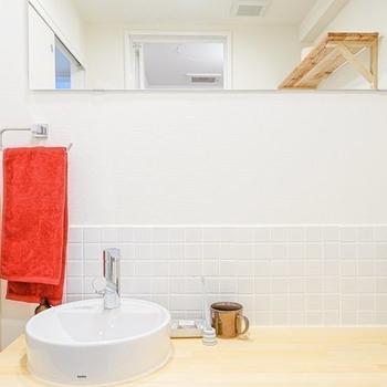 洗面ボウルも白いタイルも可愛いなぁ。お気に入りの歯ブラシとコップを置いて。(※写真は別部屋、モデルルームのもの)