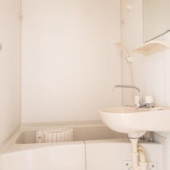 お風呂で洗濯物も乾かせますよ〜。※写真は通電前のものです