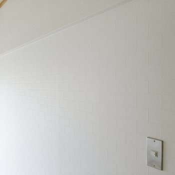 白に見えてただの白じゃない。さりげない柄がおしゃれです。
