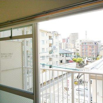窓際には室内物干し付き!雨の日も安心◎