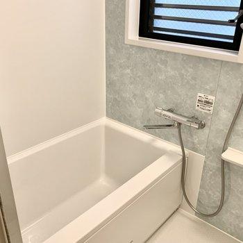 窓付きのお風呂!たっぷり半身浴をしたくなります