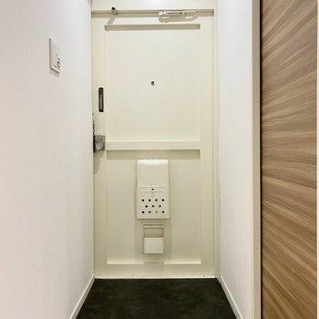 シンプルなデザインの玄関。
