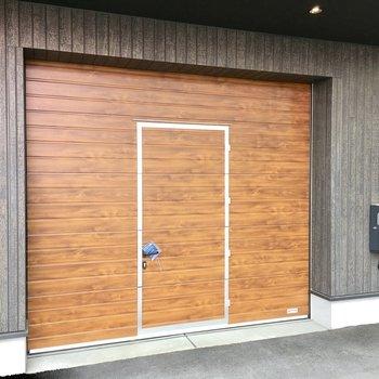 真ん中の部分はドアとして出入りができます。※写真は反転間取り・別部屋のものです。