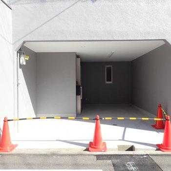 ガレージ用品を置くスペースもありますね。