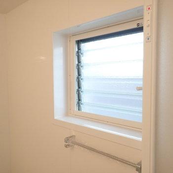 小窓もあるので換気がしやすいですよ。