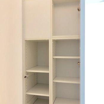 こちらも。ちょっとした小物や本の収納にいいかも。※写真は3階の同間取り別部屋のものです