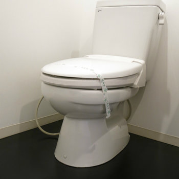 その横にトイレがあります