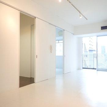 左の扉から、キッチン、洋室、となっています。