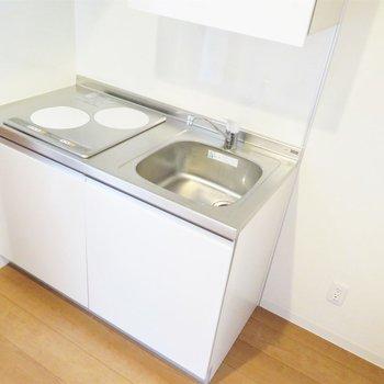 キッチン横にはしっかりスペースが(※写真は7階の反転間取り別部屋のものです)