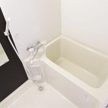 お風呂はとっても綺麗です(※写真は7階の反転間取り別部屋のものです)