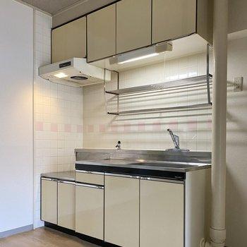 料理スペースもシンクの広さもある。タイルのさりげない可愛さも◎