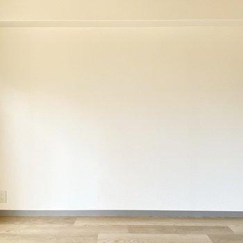 真っ白な壁×木目調の床の居心地の良さ。