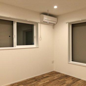 窓にはシャッターも付いているので、必要に応じてご活用ください。