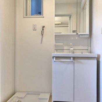 独立洗面台で朝の準備も捗りそうです。