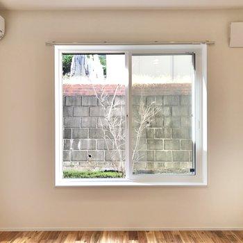 【LDK】まるで絵画のように窓が景色を切り取っています。