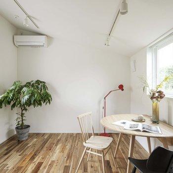 ※写真は同建物別部屋、インテリアはサンプルです