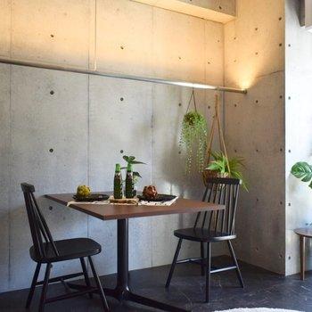 壁際ハンガーラック!収納にもインテリアにも。 ※写真は3階の同間取り別室のものです。