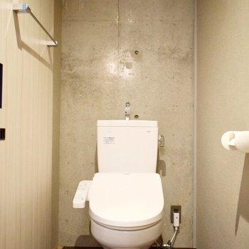 トイレも脱衣所内にありますよ。こまめなお掃除を! ※写真は3階の同間取り別室のものです。