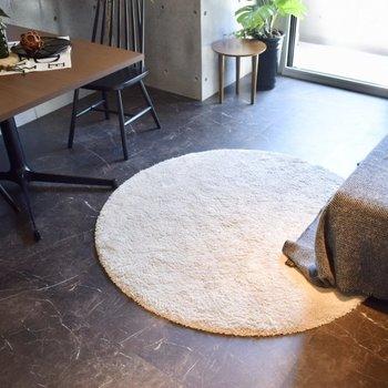 床はツルツルでした! ※写真は3階の同間取り別室のものです。
