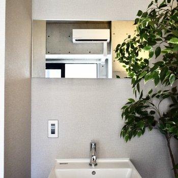 洗面台は居室内に。 ※写真は3階の同間取り別室のものです。