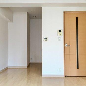 ナチュラルな色合い。落ち着いた暮らしができそう。(※写真は6階の同間取り別部屋のものです)