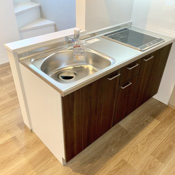 キッチンはIHが2口のタイプ!シンクも広めで洗い物も捗りそう◎