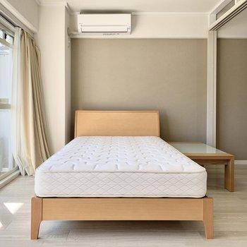 ベッドも付いていますよ!お好きなカバーで彩って。