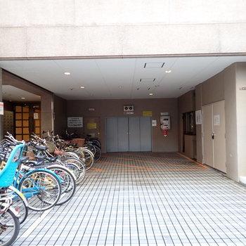 共用部】自転車とゴミ置き場はこちらに。