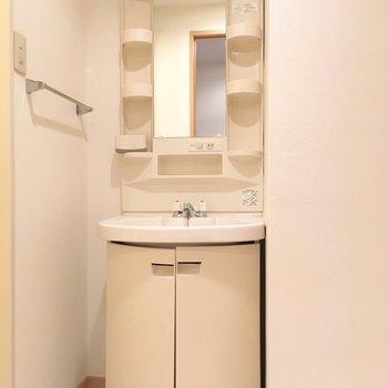 洗面台もまあるい雰囲気でかわいい。(※写真は5階の同間取り別部屋のものです)