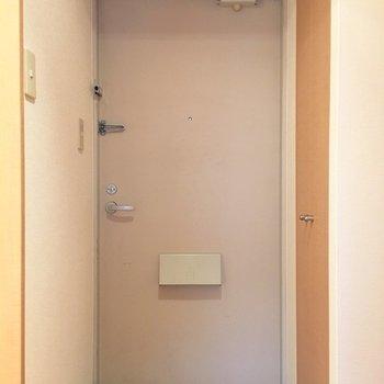 ナチュラルな玄関。(※写真は5階の同間取り別部屋のものです)