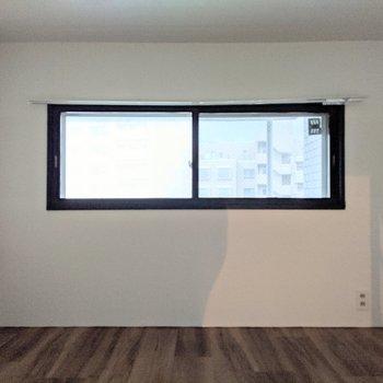 【洋室】窓がついているので換気ができます。