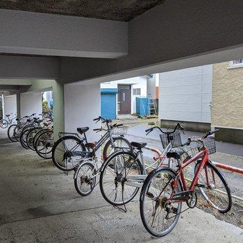 自転車置き場は駐車場の近くにあります。