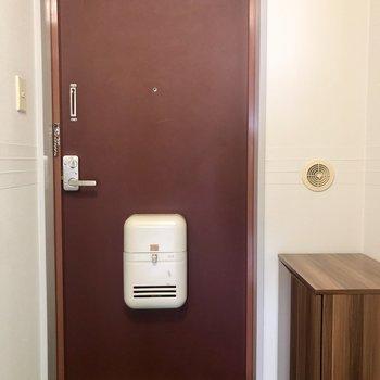 ※写真は2階の反転間取り別部屋のものです