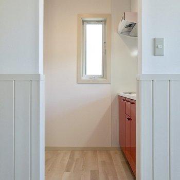 【居室】キッチンを見てみましょう。※写真は2階の反転間取り別部屋のものです