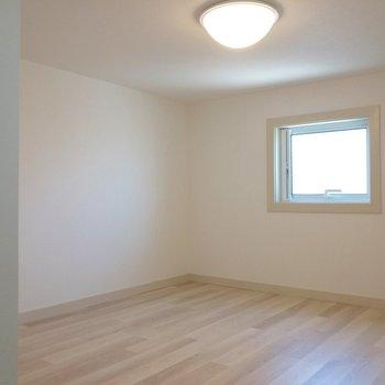 【ロフト】書斎にしても良さそうです。※写真は2階の反転間取り別部屋のものです