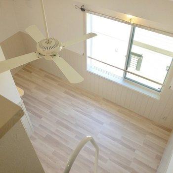 【ロフト】天井が高いですね。※写真は2階の反転間取り別部屋のものです