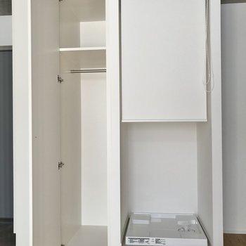 コート類もすっぽりと入ります。洗濯機置き場は目隠しも可能です。