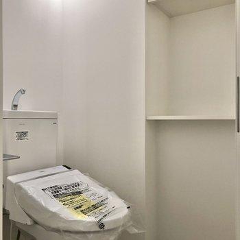 トイレにも収納付き。