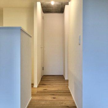 廊下のつきあたりにある納戸へと向かいましょう。