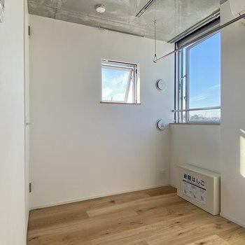 折り畳みベッドにすると空間がより広く使えそう。