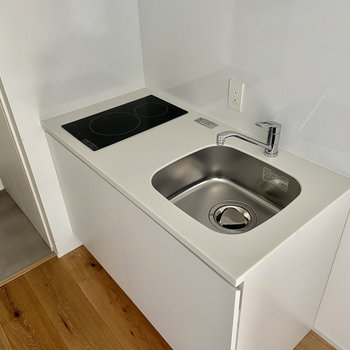 お掃除も簡単な2口のIH式コンロ。